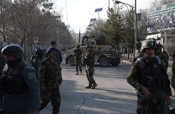 Ataque a hospital militar en Afganistán deja mas de 30 muertos
