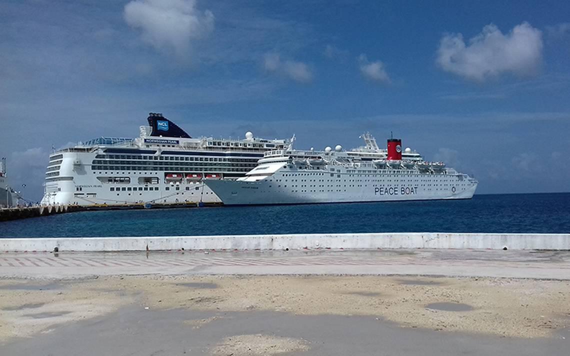Arriba a Cozumel el barco de la paz