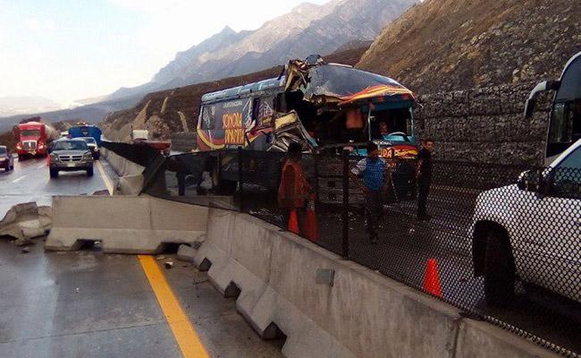 [Video] Choca autobús de La Sonora Dinamita; dos integrantes están heridos