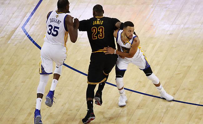 Cleveland va por la hazaña ante Warriors en final de NBA