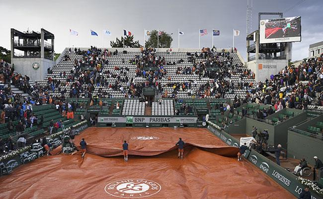 Media jornada suspendida en Roland Garros por lluvia