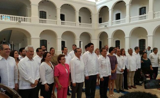 Yunes Linares presenta gabinete de coalición