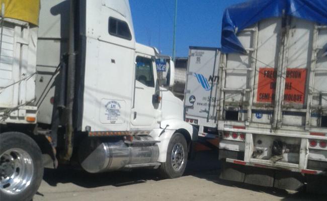Bloquean la Ocosingo-San Cristóbal; exigen recursos
