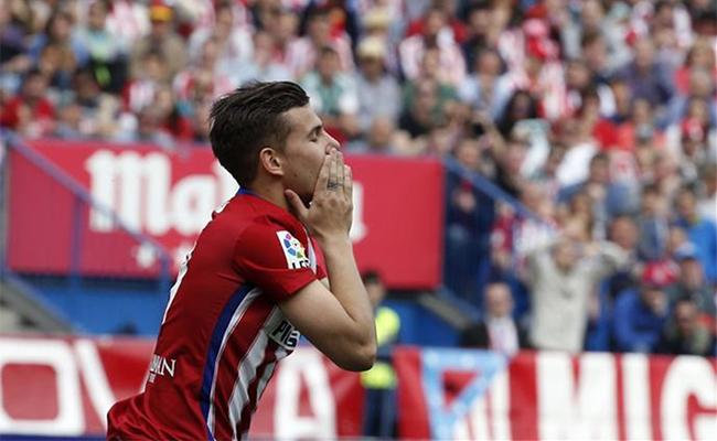 Detienen a jugador del Atlético de Madrid por golpear a su novia