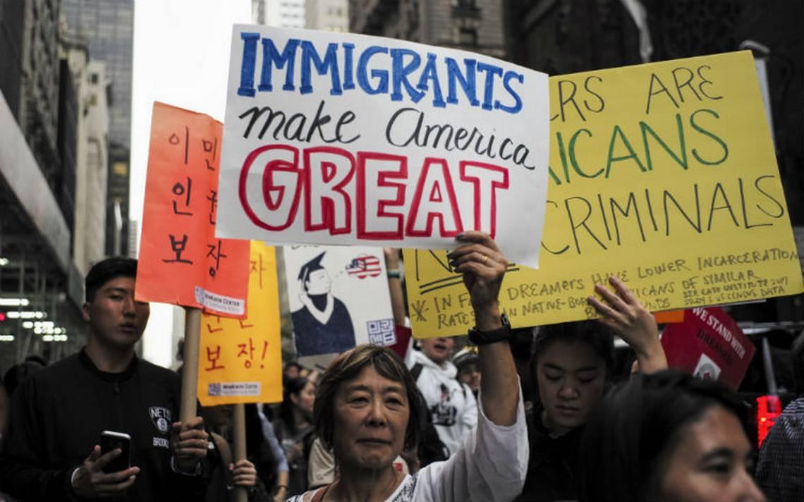 Juez de EU ordena a Trump reactivar el DACA y aceptar a nuevos dreamers