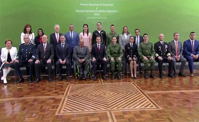 Peña Nieto entrega el Premio Nacional del Deporte a medallistas