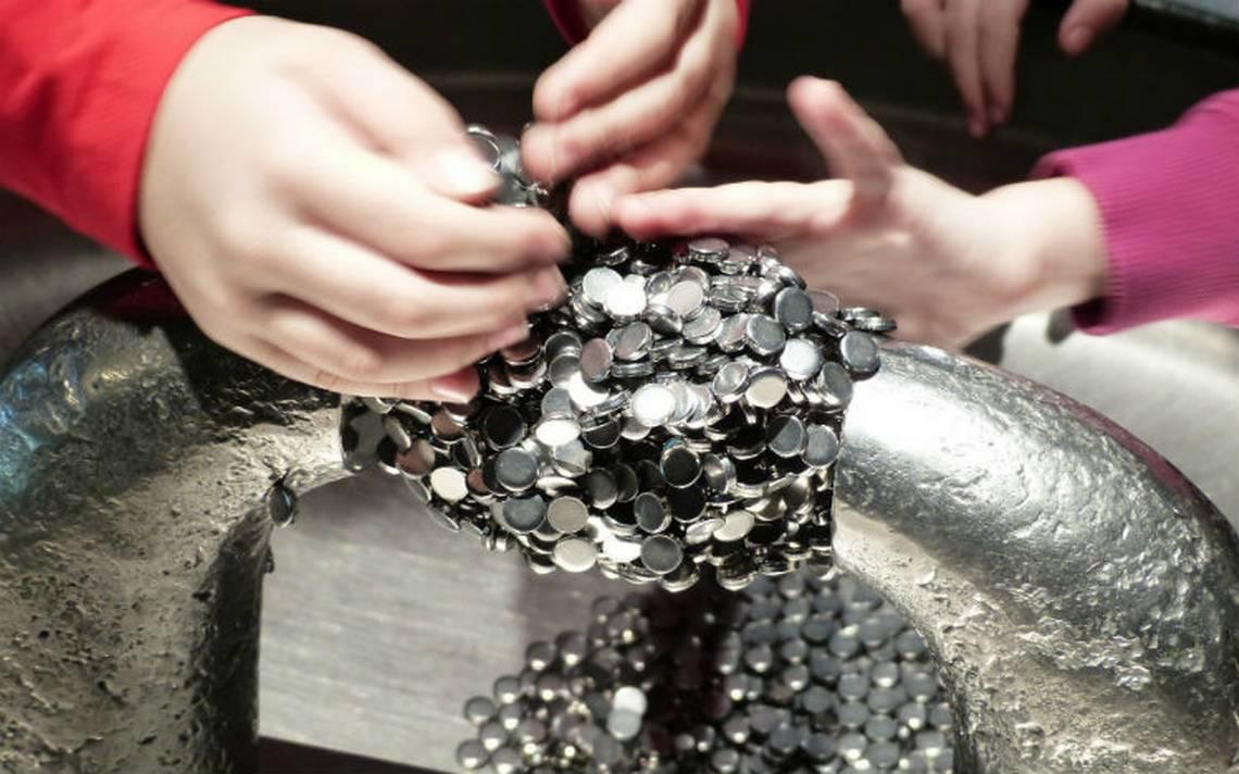 ¡Increíble! Niño sirio atrae objetos metálicos