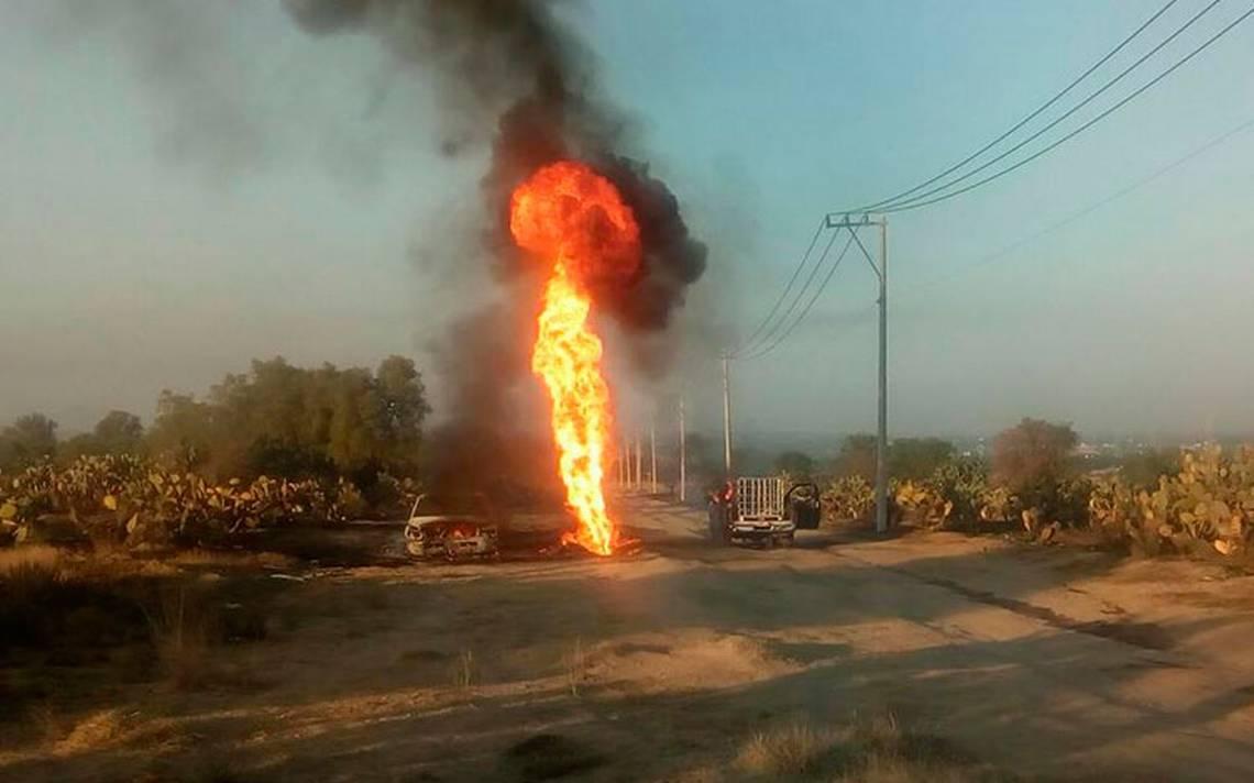 Se incendia toma clandestina en ducto de Pemex, en Axapusco
