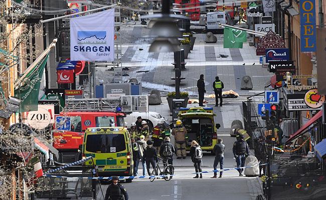 Suman 4 muertos y 12 heridos tras atentado en Estocolmo