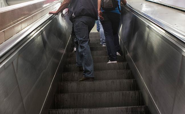 Niño pierde la mano en escaleras eléctricas del Metro CDMX