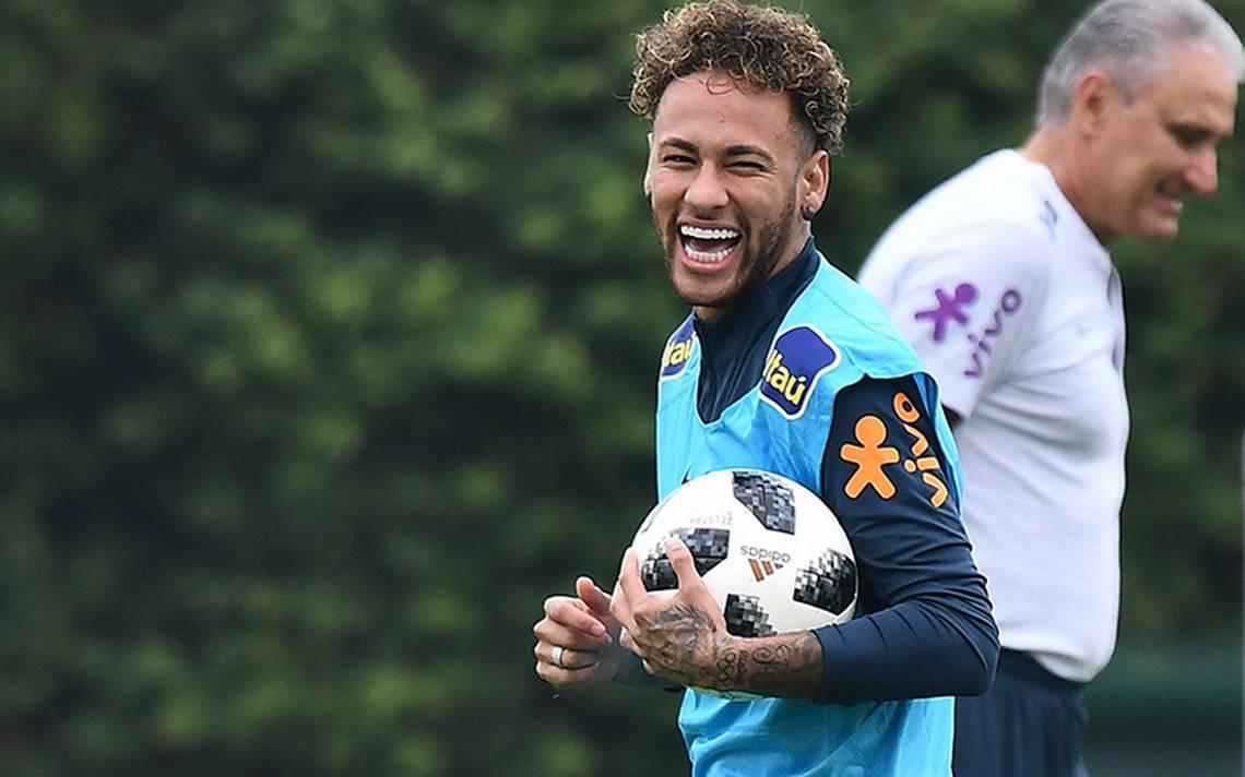 Brasil recupera a Neymar tras operación del pie derecho