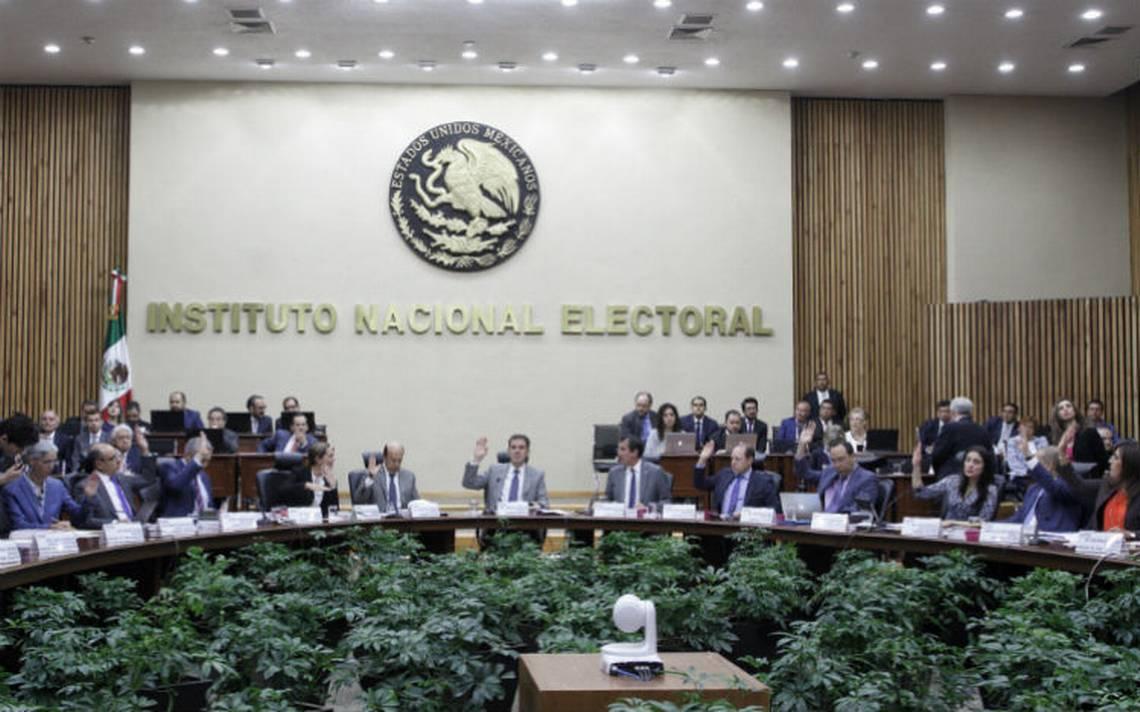 """INE permitirá que candidatos lleven  """"acordeón"""" al debate"""