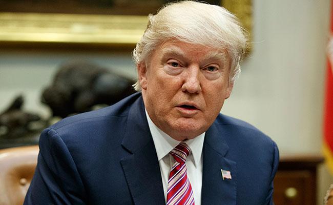 """Donald Trump acusa a exdirector del FBI, James Comey, de ser un """"cobarde"""""""