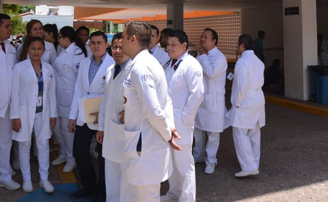 Protestan médicos residentes de hospital público de Villahermosa