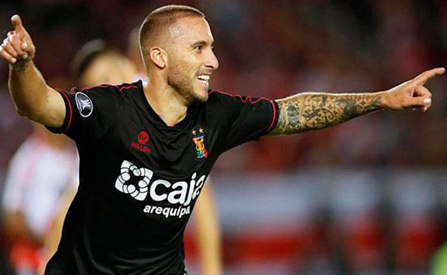 Lobos de la BUAP fichan al goleador argentino Emanuel Herrera
