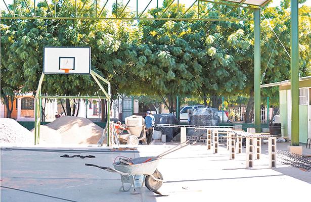 Mejoran instalaciones educativas en La Paz