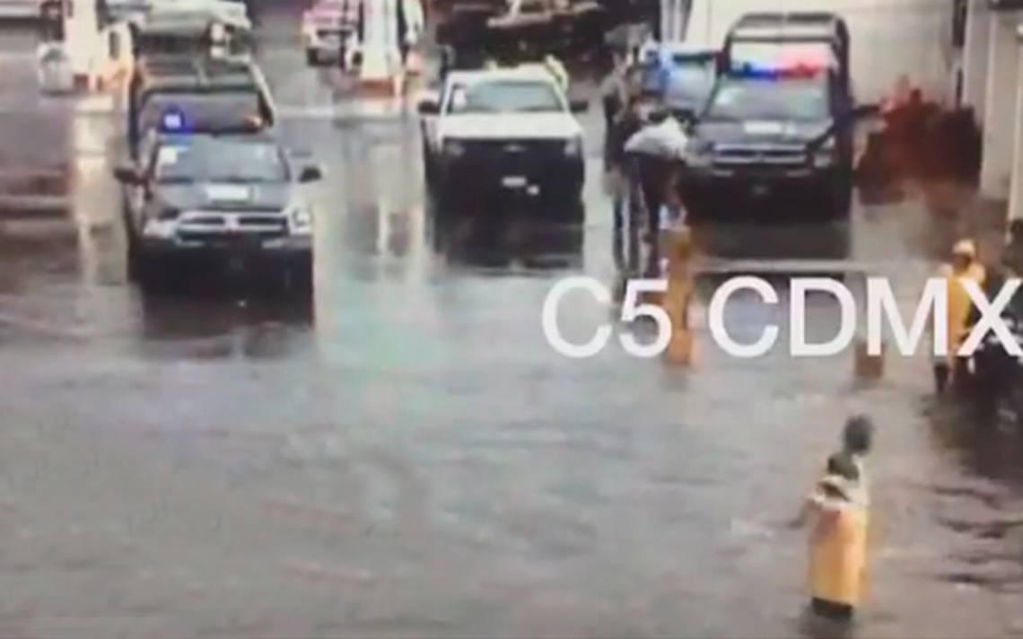 Lluvia provoca inundaciones en diversos puntos de Iztapalapa