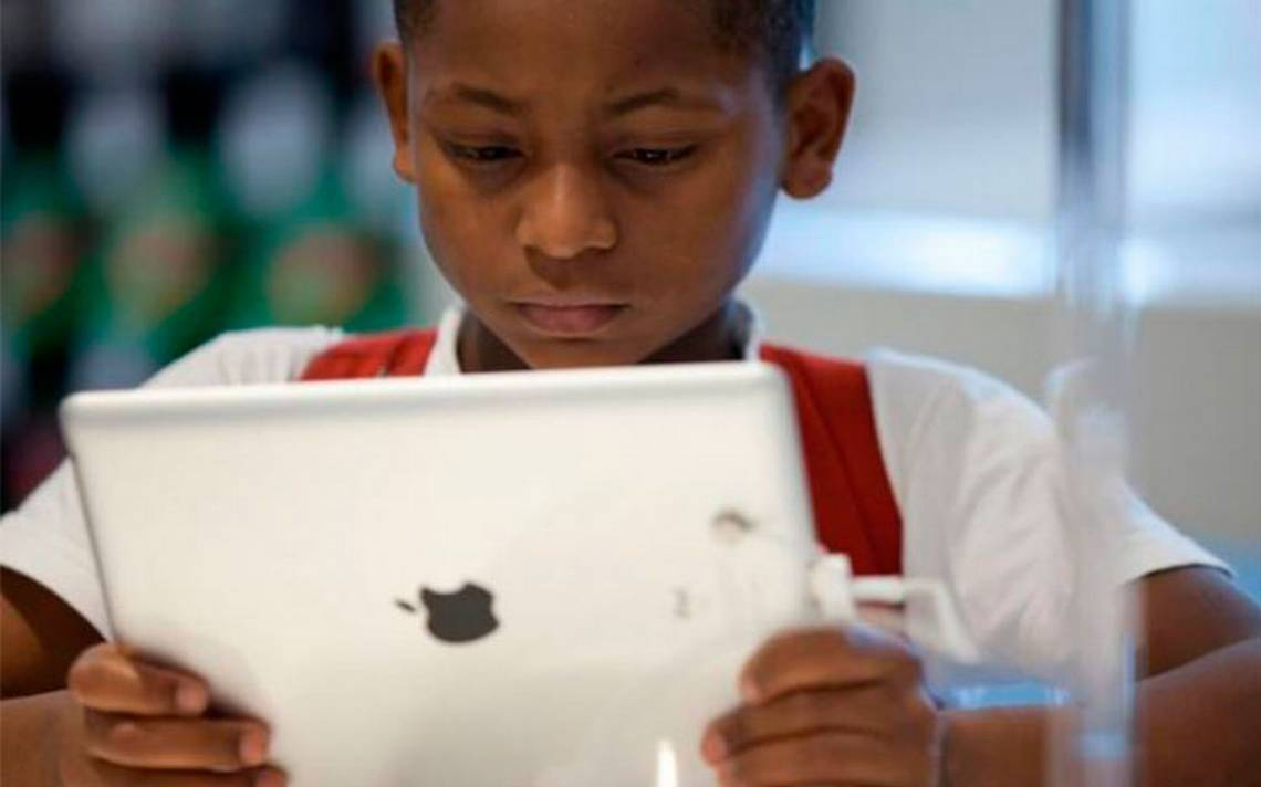 Piden a Apple que combata la adicción de los niños a teléfonos móviles
