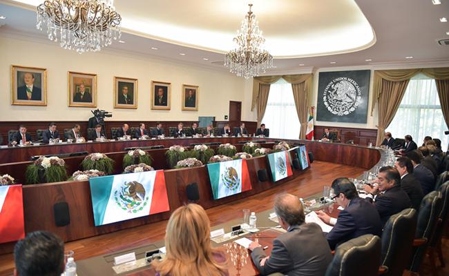 Peña Nieto y gobernadores acuerdan defender a connacionales en EU
