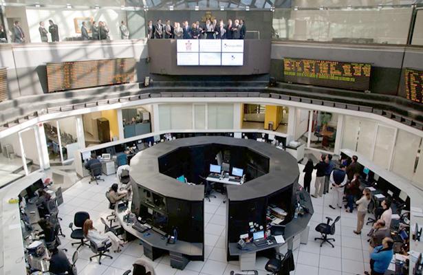 Tras puente, mercados financieros reportan caídas