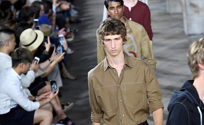 Desfila un Hermès técnico en el  Fashion Week París