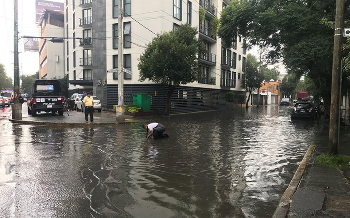 Intensa lluvia encharca nuevamente al sur de la Ciudad de México