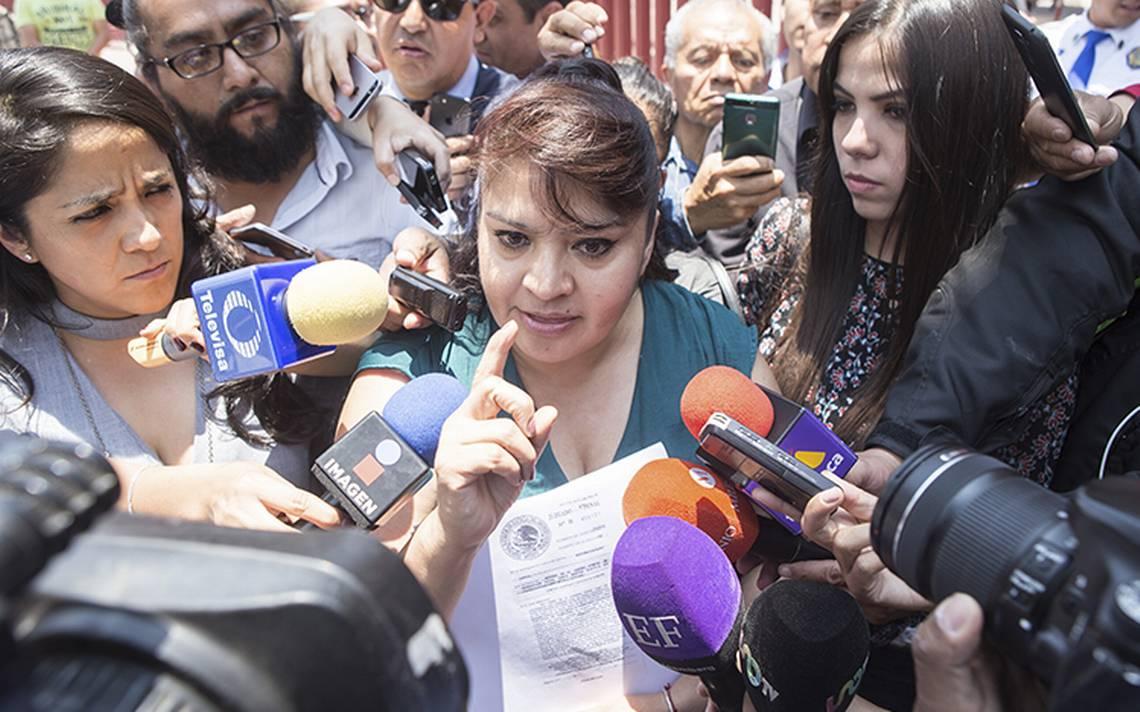 Nestora Salgado presenta demanda contra Meade por daño moral