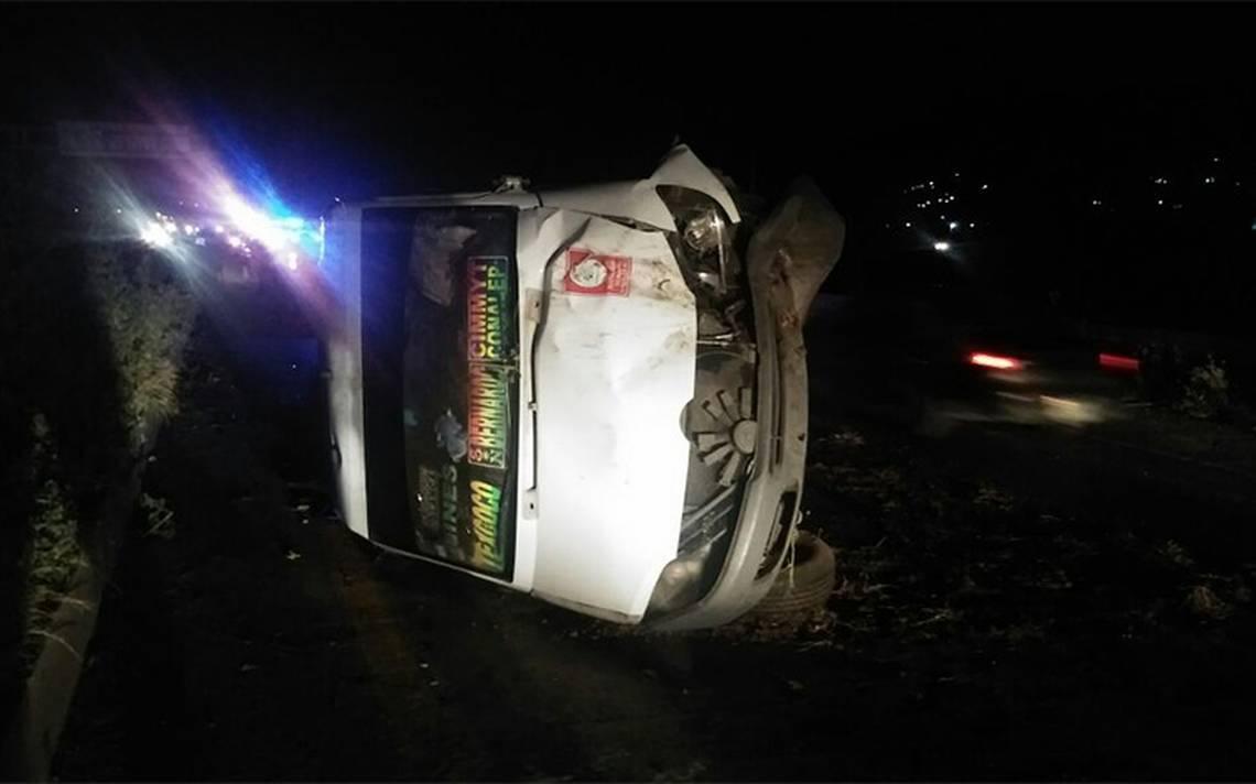 Volcadura de combi deja 6 heridos en carretera de Texcoco