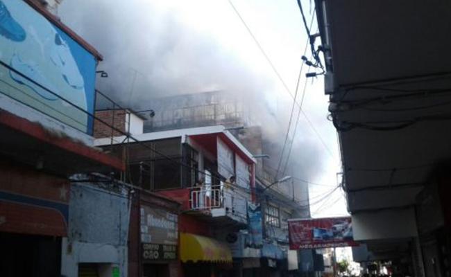Se incendia abarrotera en el centro de Cuautla