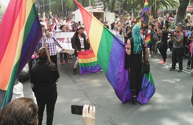 Parejas del mismo sexo pueden registrar hijos en BC