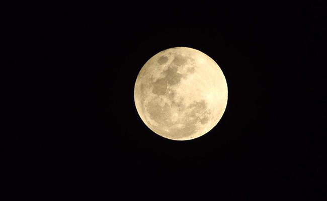 Podrán turistas espaciales sobrevolar la Luna dentro de 5 años, según Rusia