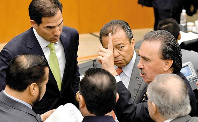 Chocan PRI y PAN por extraordinario en el Senado