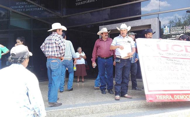 Campesinos de NL toman delegación de Sedatu