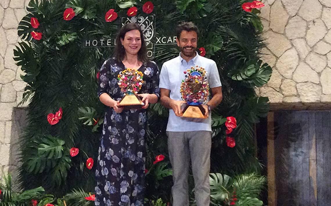 Eugenio Derbez y Daniela Vega reciben reconocimiento en los Premios Platino