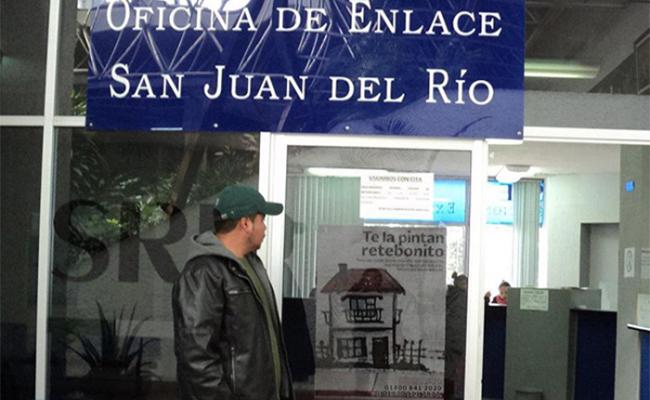 Mujer deportada recupera sus pertenencias