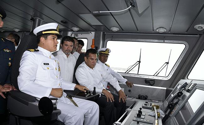 Reconocen en Campeche a los marinos en su día