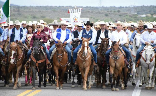 Corral, Mancera y Moreno Valle encabezan cabalgata villista