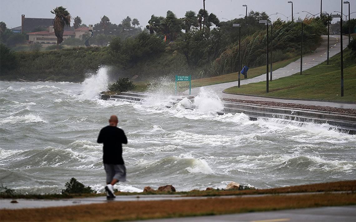 Texas se pone a resguardo a pocas horas de recibir a Harvey