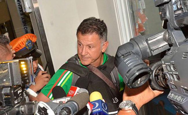 """""""Chicharito"""" indignado por los gritos a Juan Carlos Osorio"""