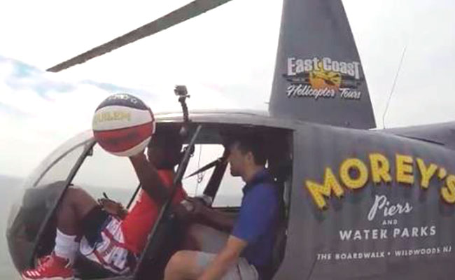 [Video]? ¡Anotan canasta desde un helicóptero a 64 metros de altura!