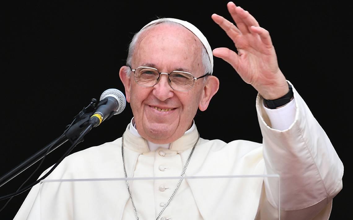 Busquen el amor verdadero sin usar 'photoshop': Papa a jóvenes
