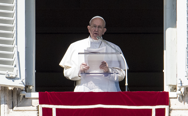 Critica el Papa búsqueda obsesiva de bienes terrenales y riquezas