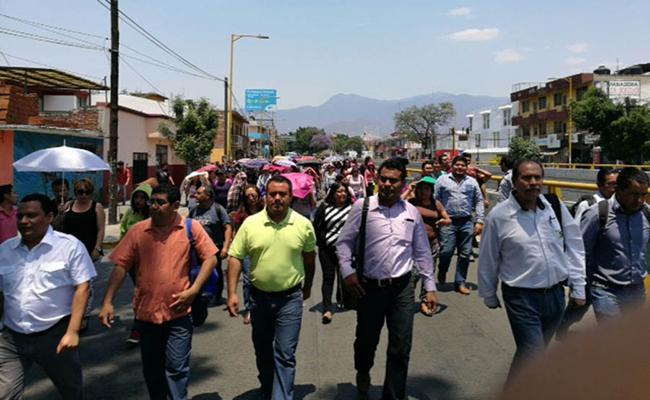 Oaxaca sitiada por maestros de la CNTE y normalistas