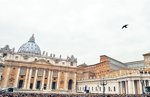 Renuncia el gran maestre de la Orden de Malta a petición del Papa Francisco