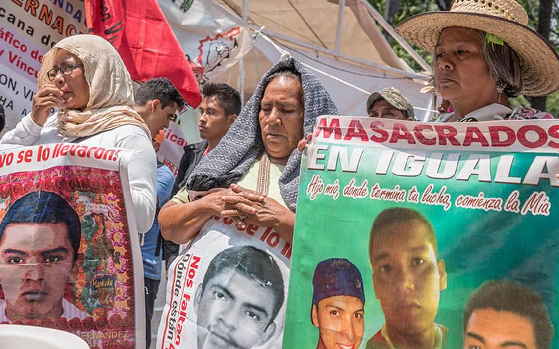 Familiares del caso Ayotzinapa reconocen promesa de justicia de Anaya y AMLO