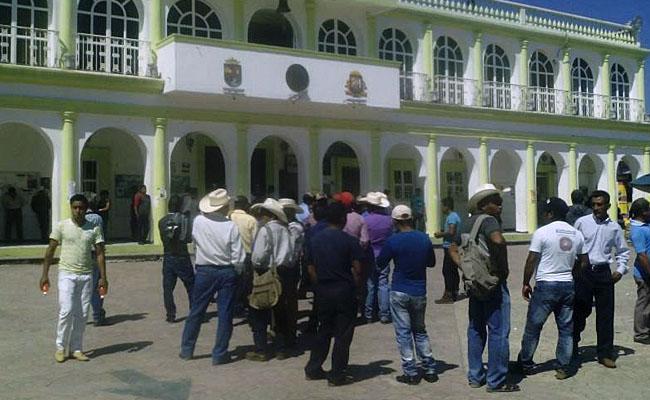Campesinos toman alcaldía de Ocosingo, Chiapas