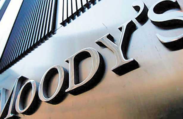 EU multa a Moody's con 864 mdd por inflar las hipotecas basura