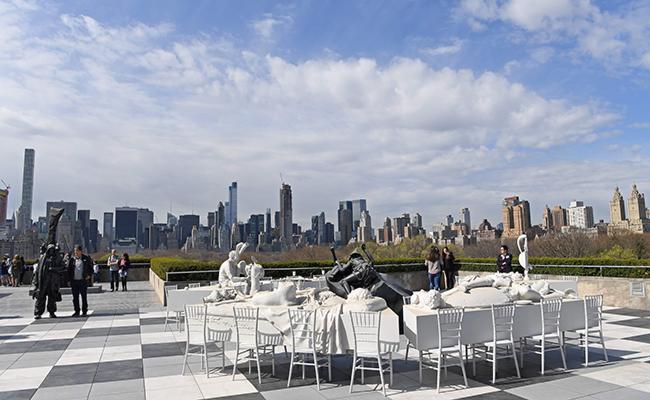 Llevan insólito banquete a azotea del Met de Nueva York