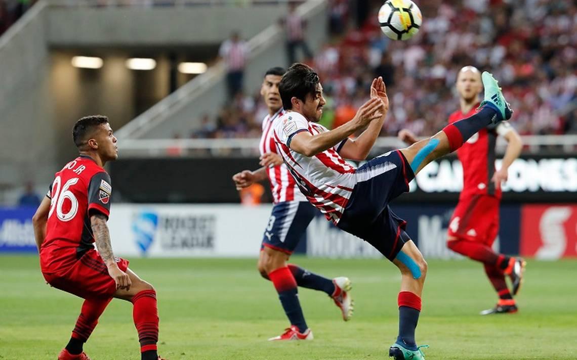 Chivas vence a Toronto en penales y se convierte en campeA?n de Concacaf