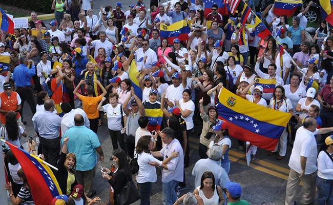 Piden exiliados a Trump alivio migratorio para venezolanos perseguidos